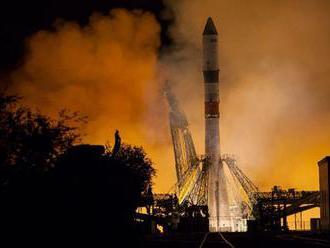 Pri montáži nebola v trupe Sojuzu žiadna diera, uviedol zdroj