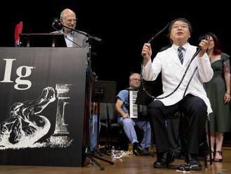 Udelili Ig Nobelove ceny, ocenili erekciu meranú poštovými známkami alebo kolonoskopické samovyšetre