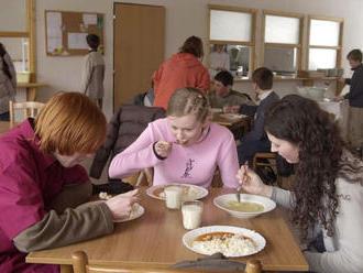 Ak sa obedy zadarmo osvedčia, rozšíria ich aj pre stredoškolákov
