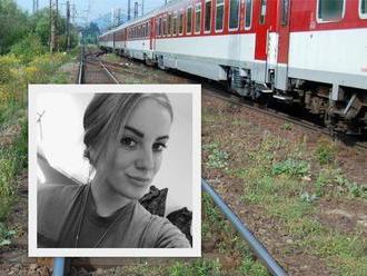 Dvaja mŕtvi za dva dni: Pod kolesami vlaku zahynula vojačka   aj neznámy muž