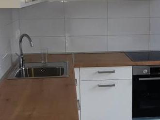 Ponúkame čerstvo prerobený, zariadený 2-iz.byt, loggia, širšie centrum