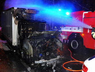 Požár dodávky vPraze 12hasiči dostali pod kontrolu za 4minuty