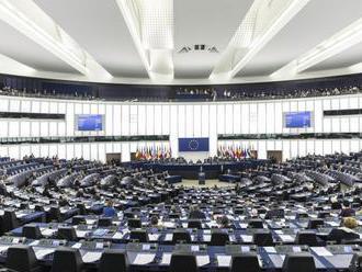 Skupina europoslancov vyzýva v liste Britov, aby zostali v EÚ