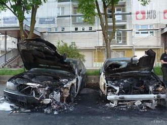 V Ružinove zhorelo auto, pravdepodobne ho zapálili úmyselne