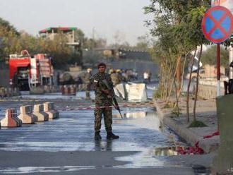 Pri útokoch Talibanu zahynulo najmenej 15 policajtov
