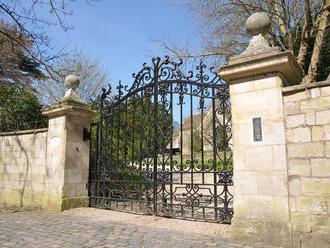 Prečo si vybrať samonosnú bránu. Aké sú jej výhody?