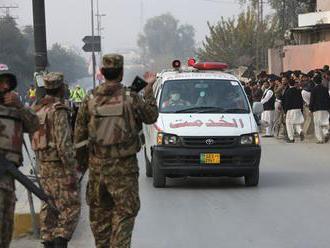 Pri útokoch Talibanu zahynulo v Afganistane najmenej 15 policajtov