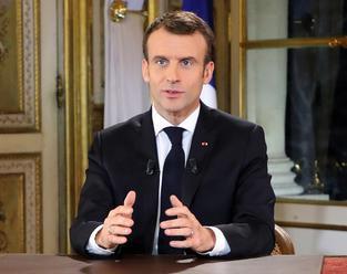 Macron vyzval Francúzov, aby sa zapojili do celoštátnej diskusie