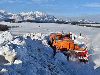 Vo vysokohorskom teréne všetkých pohorí je zvýšené lavínové nebezpečenstvo