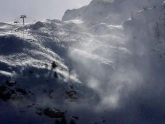 Lavína zasiahla hotel v nemeckom lyžiarskom stredisku, nikoho nezranila