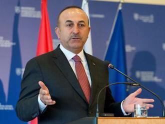 Čavušoglu: Turecko sa nenechá zastrašiť hrozbami zo strany Donalda Trumpa