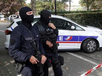 Dvoch francúzskych policajtov súdia pre obvinenia zo znásilnenia turistky