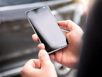 Které telefony agresivně ukončují appky na pozadí?