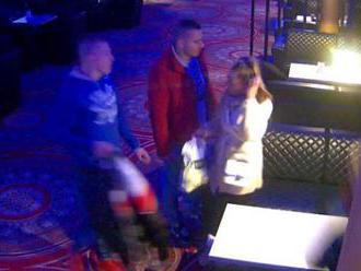 Foto: V podniku zmizla bunda so 6-tisíc eurami, polícia hľadá štvoricu z kamerových záznamov