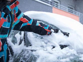 SHMÚ vydal výstrahu pred vetrom, snežením, tvorbou snehových jazykov a závejov