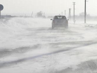 Zlá situácia na cestách! Donovaly otvorené pre osobné automobily, pozor na snehové jazyky