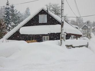ONLINE Stredné Slovensko sužuje kalamita: Tisíce ľudí bez elektriny, sneh a silný vietor