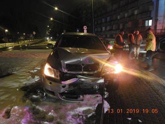 FOTO: Opitý vodič nafúkal 5,5 promile, pred zastavením zdemoloval všetko, čo sa dalo