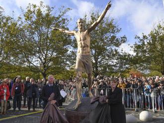 Ibrahimovic dal školákům na odhalení své sochy volno