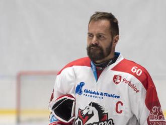 Hokejista Rolinek na vlastní žádost skončil v Pardubicích