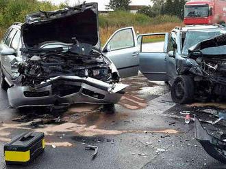 Kdopravní nehodě vyjížděli hasiči ráno na na silnici zChebu na Františkovy Lázně, kde se srazila…