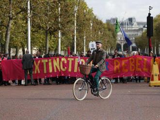 V Holandsku zatkli 130 protestujúcich z hnutia Extinction Rebellion