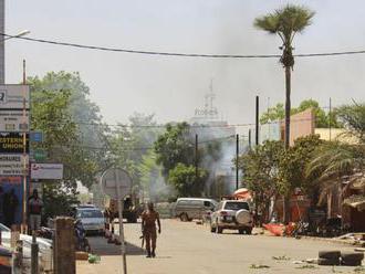 Ozbrojenci zaútočili na africkú mešitu a zabili 16 ľudí