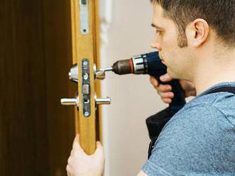 """Nové triky šmejdů: """"mění"""" zámky u dveří, kradou celé byty"""