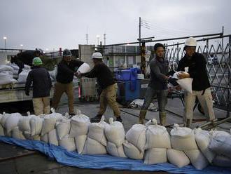 V Japonsku pred blížiacim sa tajfúnom hlásia prvú obeť