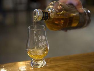 Japonské liehovary pracujú vo dne, v noci, ale nedokážu uspokojiť dopyt po whisky