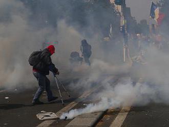 Francúzska polícia použila slzotvorný plyn na rozohnanie protestu žltých viest
