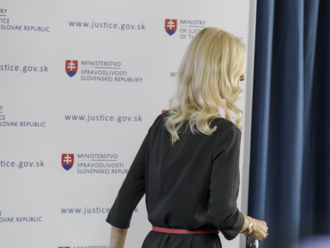 Policajný tím Hmla pracuje na mobilnej komunikácii Jankovskej aj sudcov