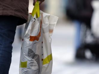 7 dobrých správ: Čoraz viac Čechov odmieta igelitky a do obchodu si nosí vlastné tašky