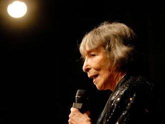 Zpívala o lásce, naději i zklamání, teď žije v ústraní. Hana Hegerová slaví 88 let