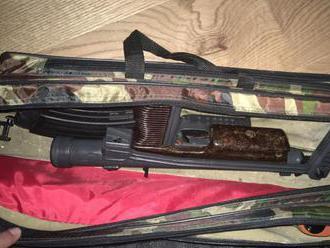 Akcia Hyena: polícia zhabala drogy, zbrane, zadržala 9 osôb