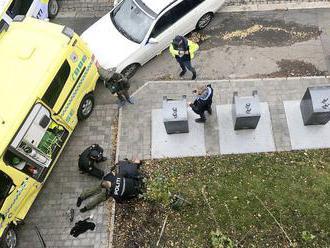 Muž v Nórsku ukradol sanitku a vrážal do ľudí, zranil najmenej dve osoby