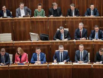 Päťčlenná komisia vypočúva kandidátov na šéfa whistleblowerského úradu