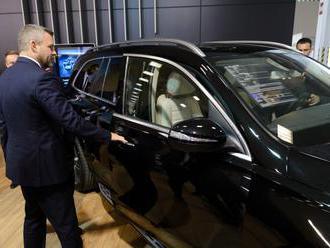 Pred slovenským automobilovým priemyslom stoja podľa Pellegriniho výzvy, ekológia je prioritou