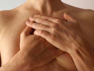 Mužovi po užívaní lieku narástli prsia, výrobca ho musí odškodniť
