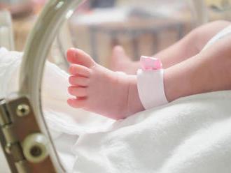Ďalší škandál českej nemocnice: Po Adamkovi, ktorý zostal v kóme, pochybili aj pri novorodencovi