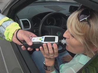 Alkohol za volantom vás môže vyjsť poriadne draho. Policajti vám môžu zhabať aj auto