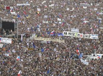 Na Letné se dnes uskuteční demonstrace Milionu chvilek   video