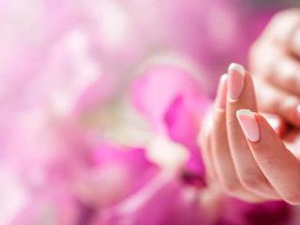 Gélové nechty, manikúra a výživný zábal na ruky a nechty