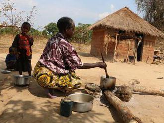 Bloudil jsem po Kongu, má krev je prokletí. Pohnuté osudy běženců ze zambijské osady