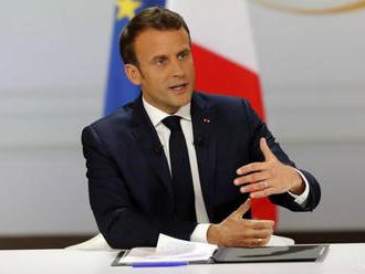Macron označil Bosnu za časovanú bombu