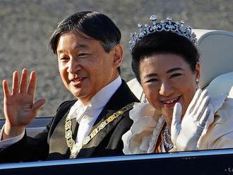 Davy ľudí vítali v Japonsku nového cisára na slávnostnom sprievode