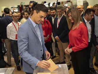 Španielske voľby vyhrali socialisti; ultrapravica má väčšinu kresiel