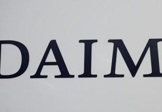 Daimler údajne plánuje zrušiť vyše tisíc manažérskych pozícií