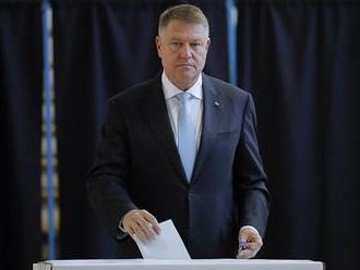 V odhadoch výsledkov rumunských prezidentských volieb vedie Johannis