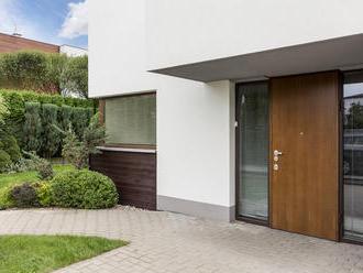 Vchodové dvere nie sú len prechodom do domácnosti, ale aj ochranou pred nebezpečenstvom